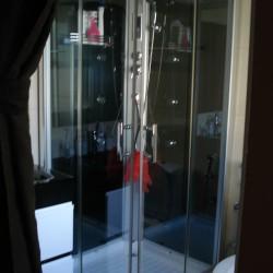 Cabine de hidromassagem do WC do casal