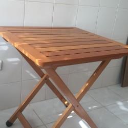 Mesa de madeira massiça desarmavel